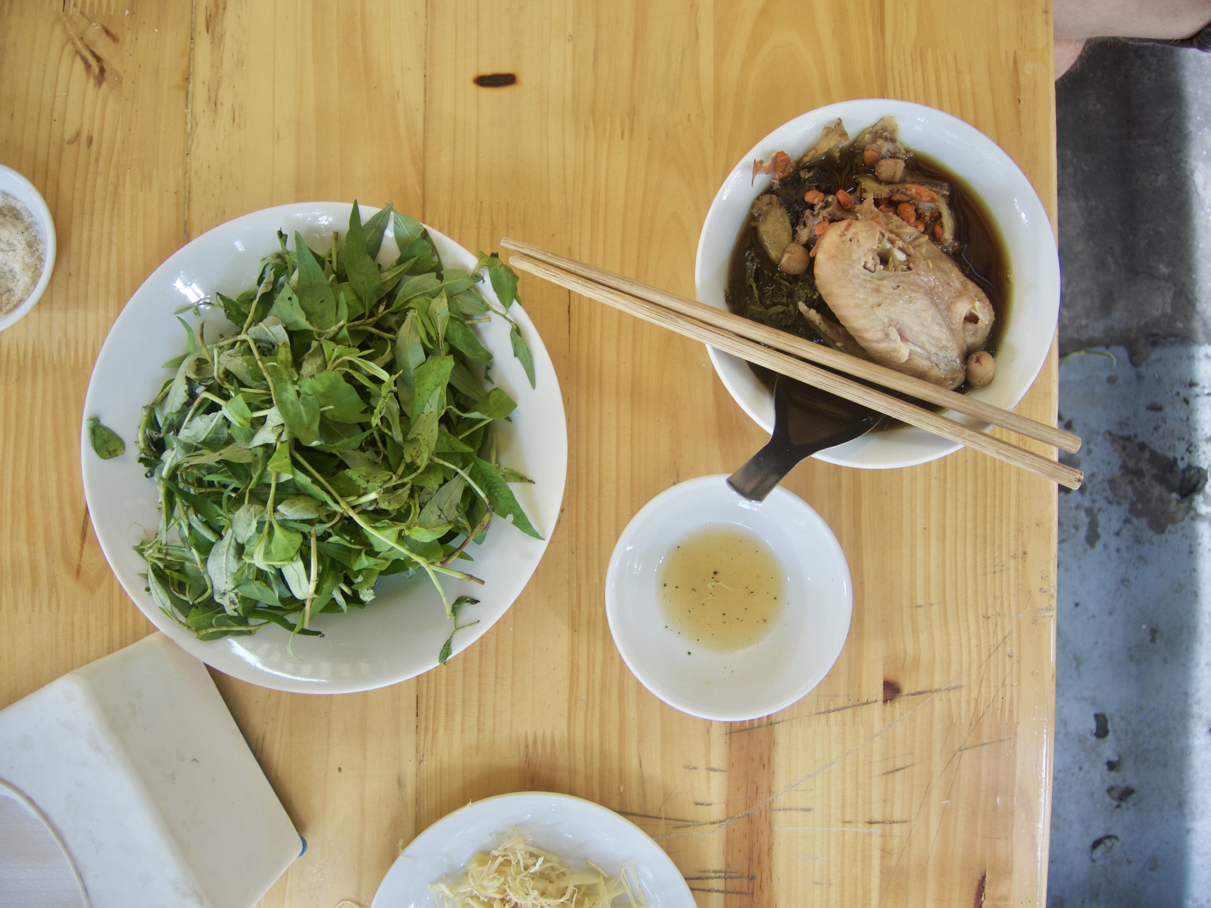 Hühnchen aus der Dose mit Gojibeeren und Lotussamen